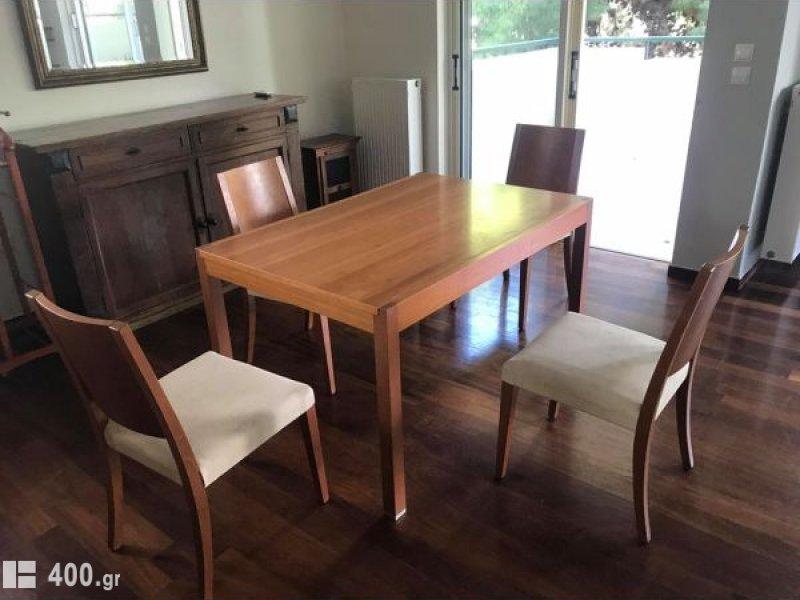 Τραπεζαρία με 4 καρέκλες