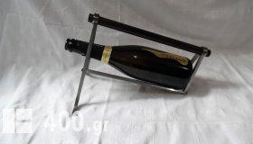 Βάση για κρασί της δεκαετίας του 50 από επινικελωμένο μπρούντζο και ξύλο.